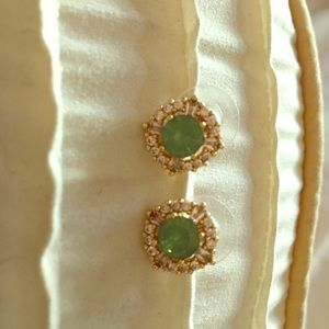 Jewelry - Green with crystal on gold